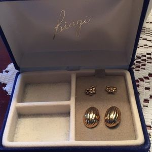 Biagi. Vintage 2 piece set earrings  gold tone🌷🌷